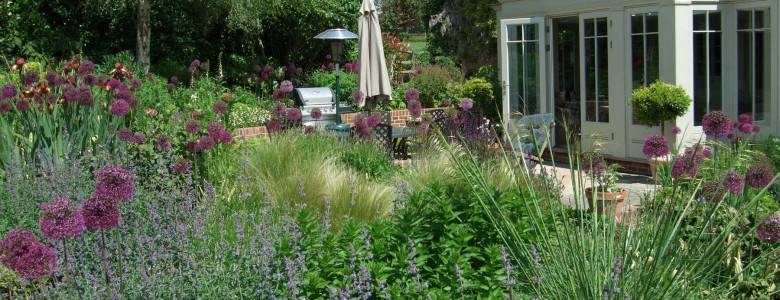 Alex bell garden design jobs to do april for Gardening jobs for april